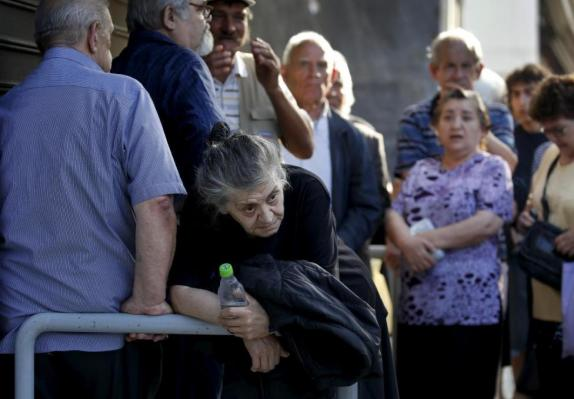 Pensioners line-up outside a branch of the National Bank of Greece hoping to get their pensions, in Athens, Greece June 29, 2015. Greece closed its banks and imposed capital controls on Sunday to check the growing strains on its crippled financial system, bringing the prospect of being forced out of the euro into plain sight. REUTERS/Yannis Behrakis