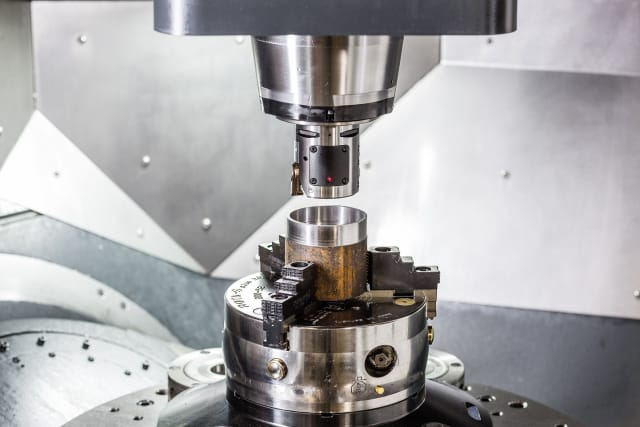 CoroBore Tool connects to mobile devices through Bluetooth, streaming performance data while the machine is active. (Image courtesy Sandvik Coromant.)