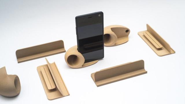 3D-printed Fairphone 2 accessories printed with ColorFabb woodFill filament. (Image courtesy of 3D Hubs.)