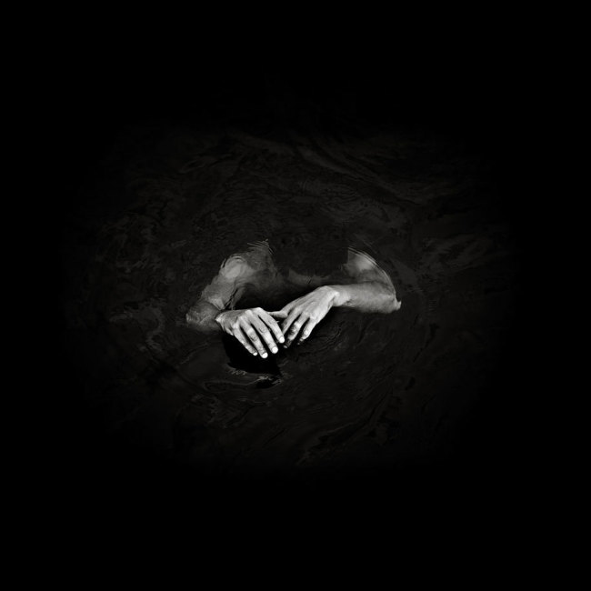 Benoit Courti, Black and White Photography, Epistrophy, man with hands above water, art, portraits