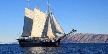 Sailing_Boat.jpg