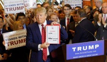 Donald_Trump_Signs_The_Pledge_25.jpg