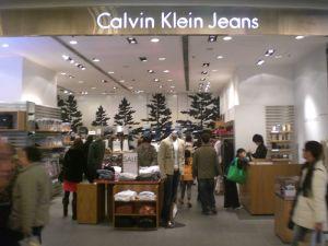 apparel, retailer, clothing retailer, clothing maker, G-III, GIII,Calvin Klein, Guess, Levis, Tommy Hilfiger, Mac & Jac's, Cole Haan