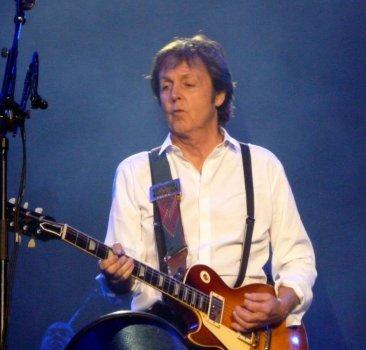 Paul_McCartney_Dublin_2010.jpg