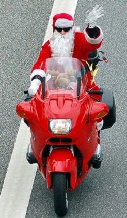 Santa_Claus_BMW_01.jpg