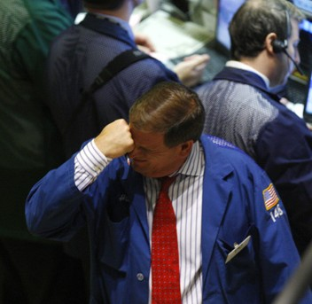 Stocks Sag Lower as Wall Street Waits for Fed