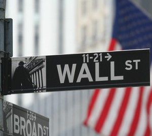 Wall Street Sags on Concerns of Economic Growth