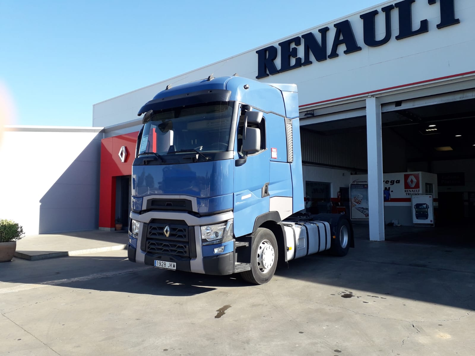 RENAULT T 520 HIGH CAB