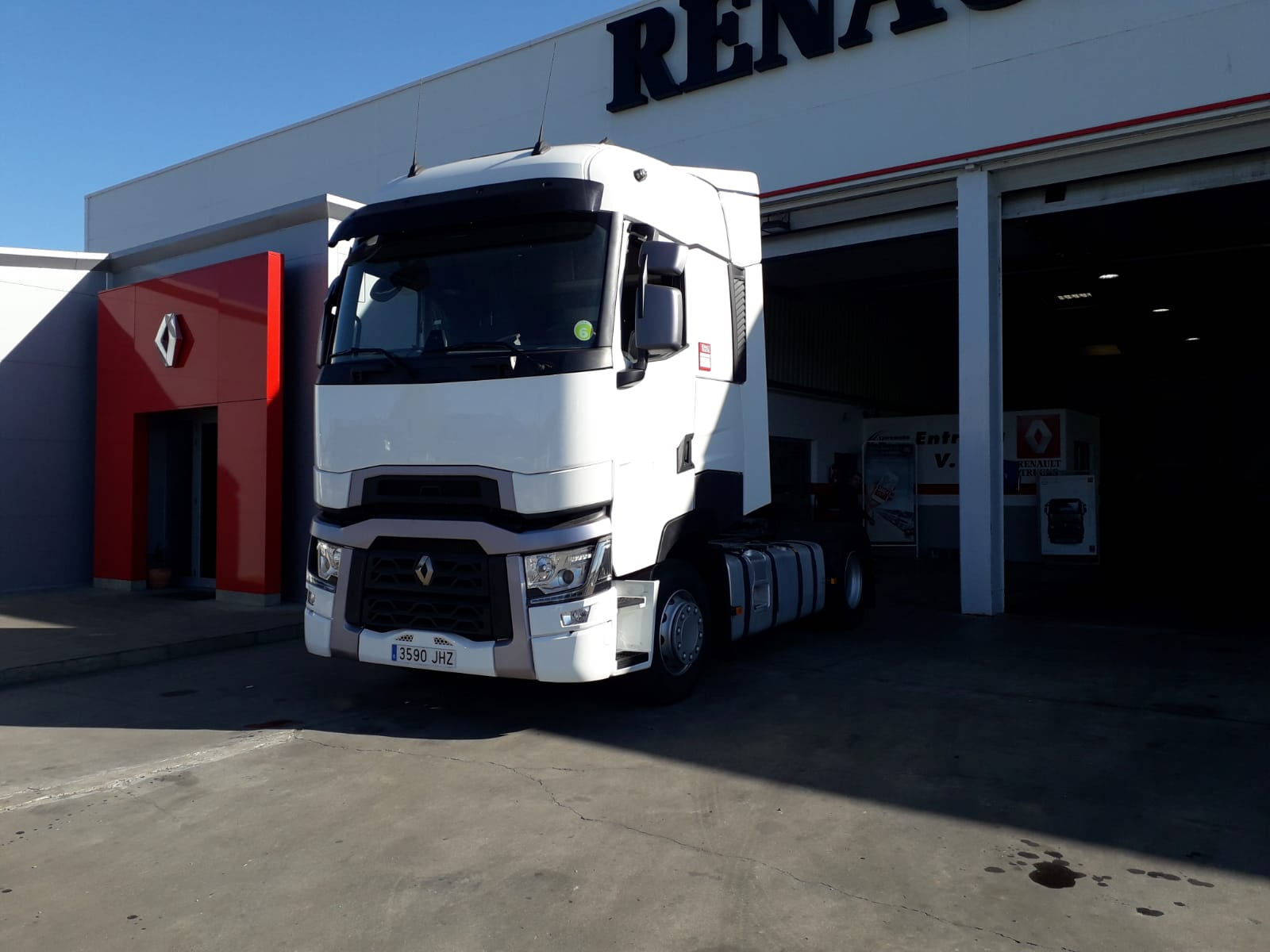 RENAULT T 520T HIGH CAB