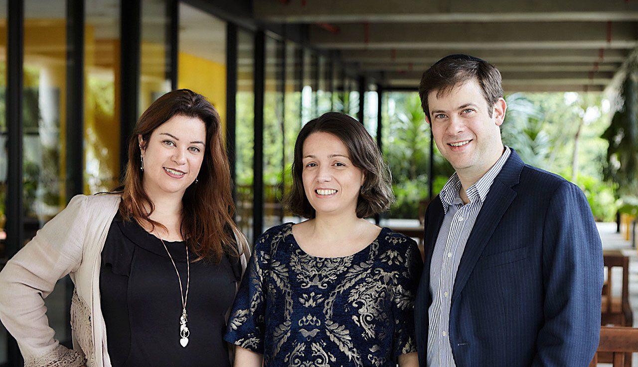 Juliana Nascimento, CBO da F.biz; Thaís Lima, gerente executiva de marketing do Grupo DPSP; e Roberto Grosman, CEO da F.biz