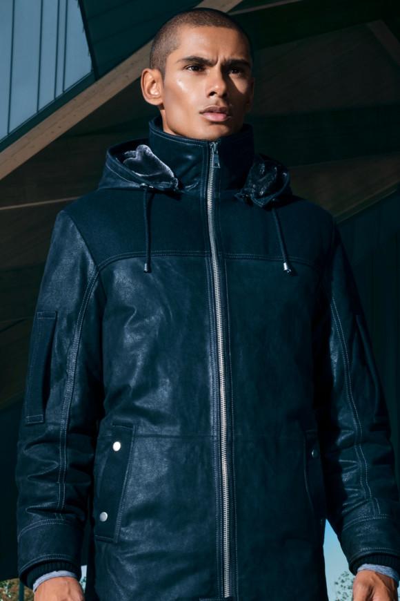 Manteau de cuir avec capuchon détachable