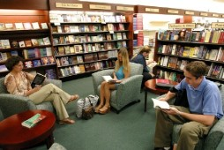 As Barnes & Noble shrinks, small bookstores are born
