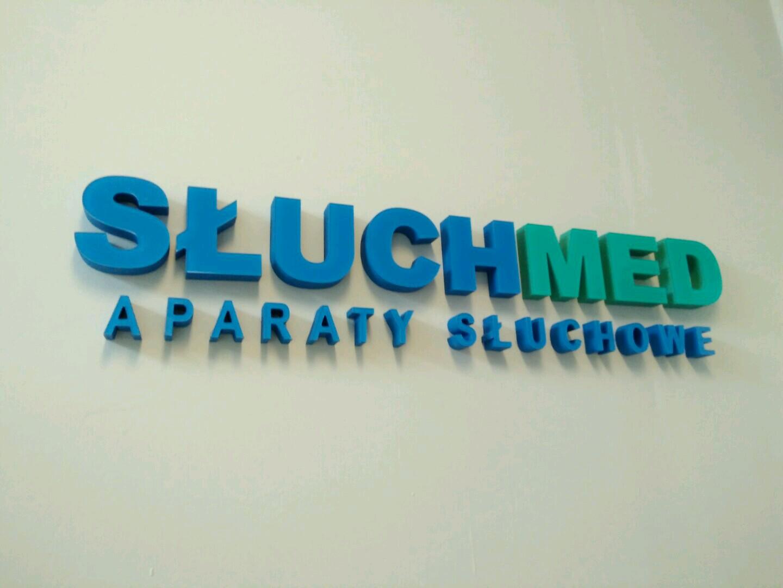 Logo ze styroduru malowanego