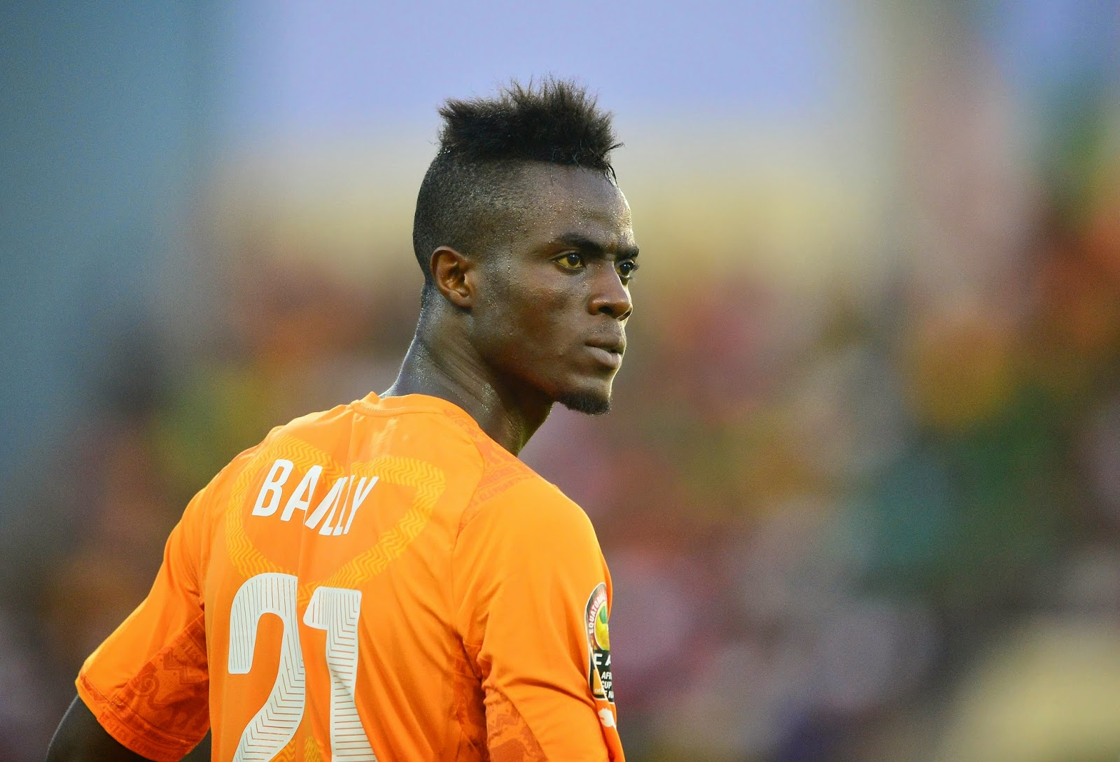 Manchester United signs Eric Bailly from Villarreal