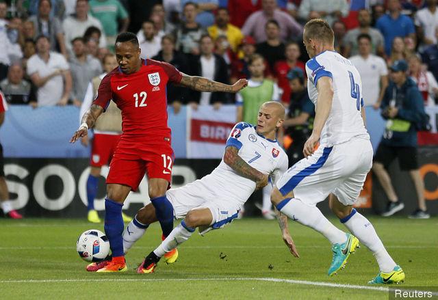 Nathaniel Clyne in England vs Slovakia