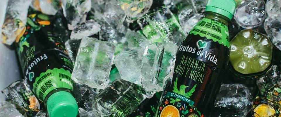 Jugos verdes con hielos