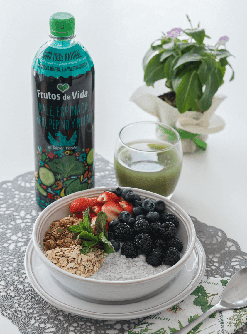 Jugo Verde Pudín de chia y frutos rojos