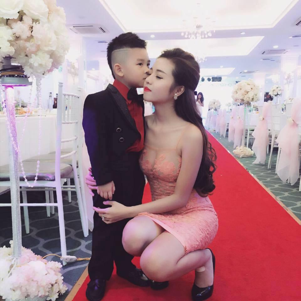 Hôm qua đi đám cưới mà về ko hiểu sao ướt hết cả quần các bác ạ ;(