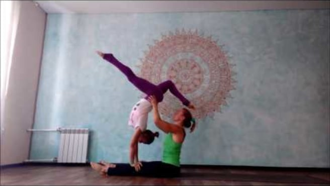 "Acroyoga. Washing machine ""Walking acrobat"""