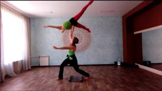 Acroyoga. Сrocodile ..one hand
