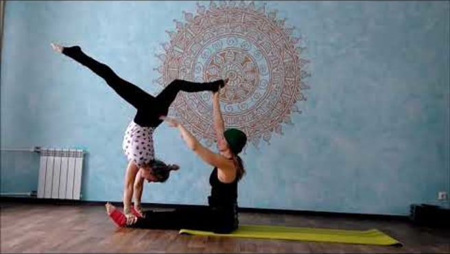 "Acroyoga. Washing machine ""Cheerful bridge"""