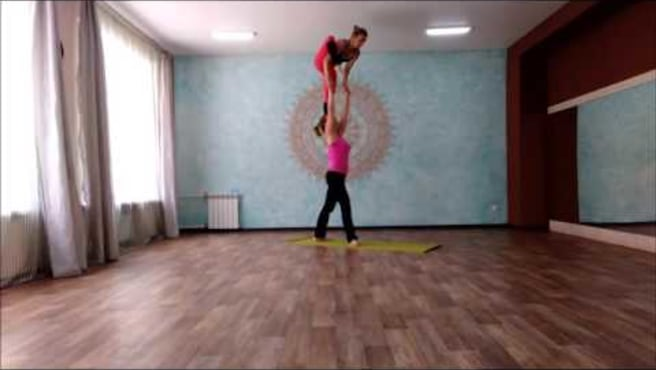 Acro. Standing. The transition from ashtavakrasana in kaundiniasana.