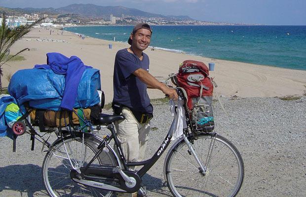 Octubre 2008: Keiichi Iwasaki en una playa de España
