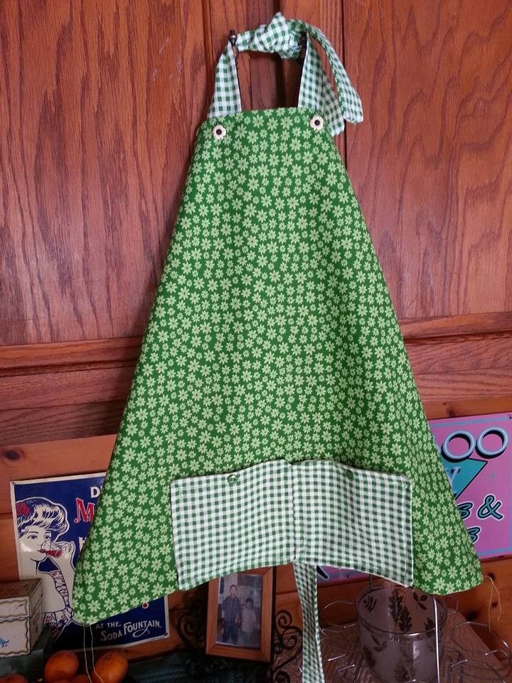 Sugar Hollow Farm - full length adult apron with front pockets and extra long sash.