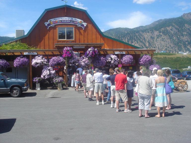 Blueberry Hills Farms - Folks waiting to order...