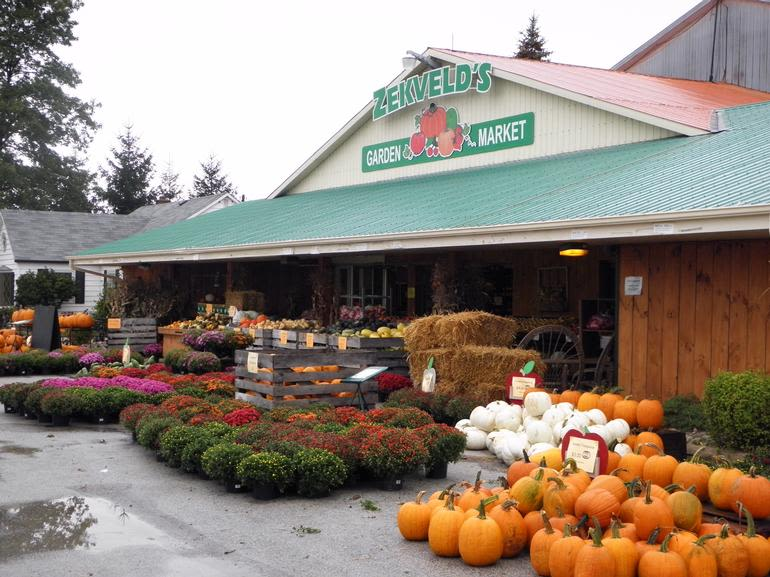 Zekveld's Garden Market - A Picture of our store front in the Fall!