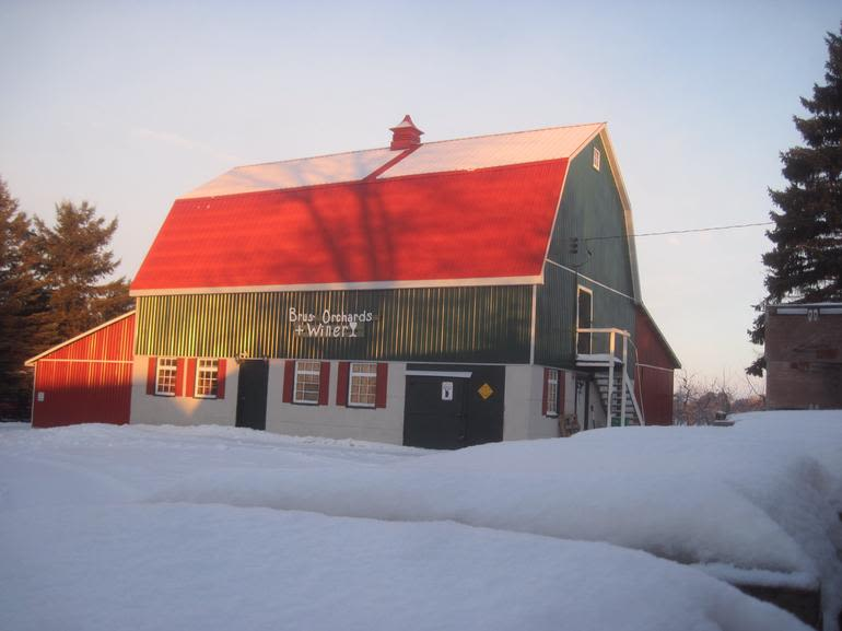Brus' Orchards & Winery - barn with apple cooler