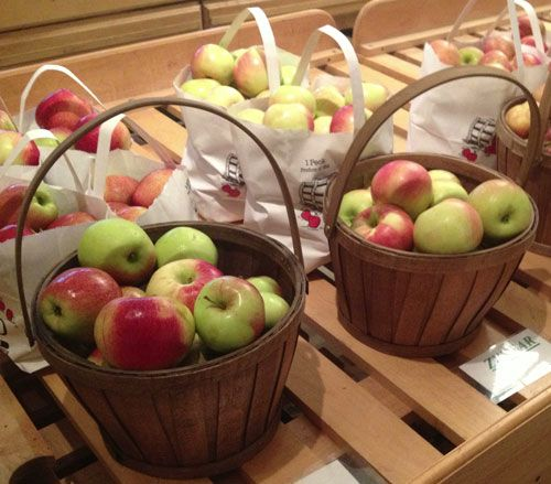 Old Homestead Orchard - Freshly Picked Apples!