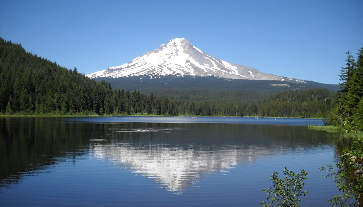 Mount_Hood_in_Trillium_Lake