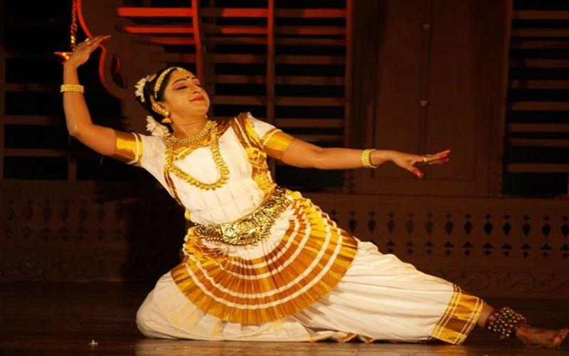 Kerala arts mohiniyattam