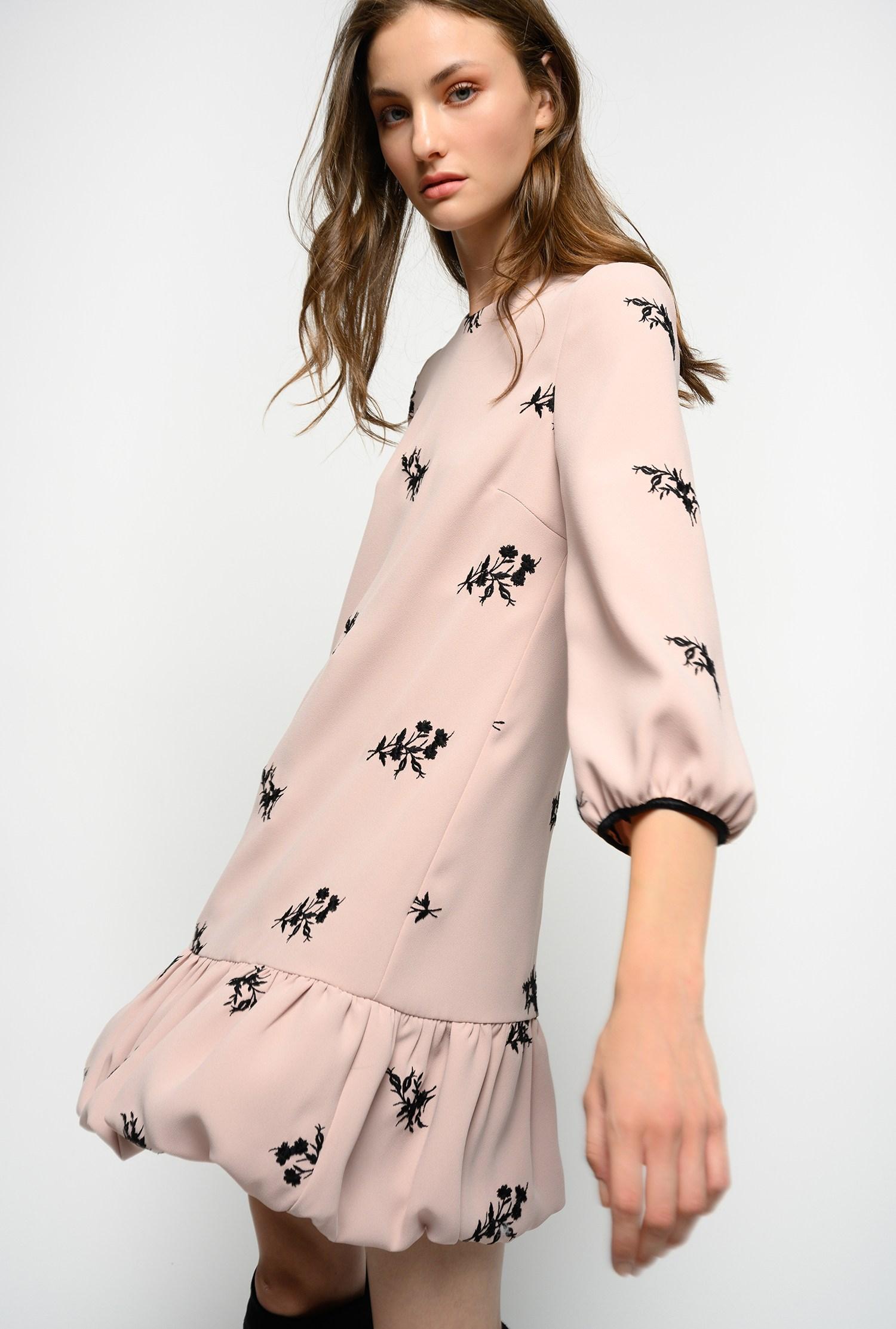 Мини-платье с вышивкой