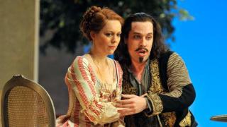 Barbara Senator as Dorabella and Robert Gleadow as Guglielmo