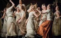 Carmen, Glyndebourne Festival 2015. Glyndebourne Chorus. Photographer: Robert Workman.