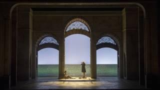 Die Entführung aus dem Serail, Glyndebourne Festival 2015. Belmonte (Edgaras Montvidas) and Klaas (Jonas Cradock).