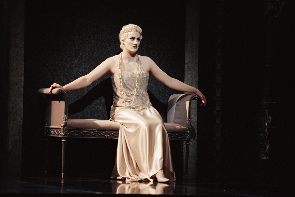 Emma Bell playing the title role in Rodelinda at Glyndebourne.