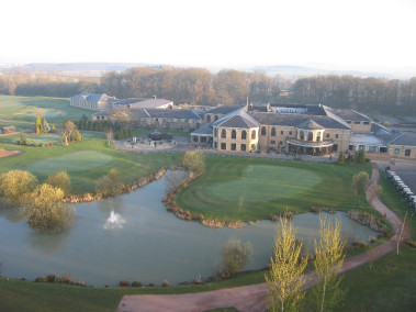 Birds eye view over the Lakes course