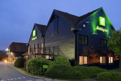 holiday-inn-maidstone-exterior-night