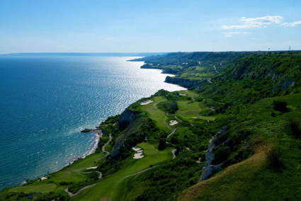 Absolutely stunning image of Thracian Cliffs Signature course at the famous Bulgarian resort