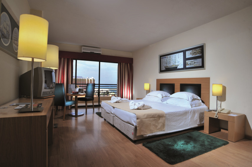 vilamoura chat rooms Tivoli marina vilamoura welcomes families and offers the following facilities and services to ensure they have an enjoyable stay: accommodation • 1 child allowed per room accompanied by 2.