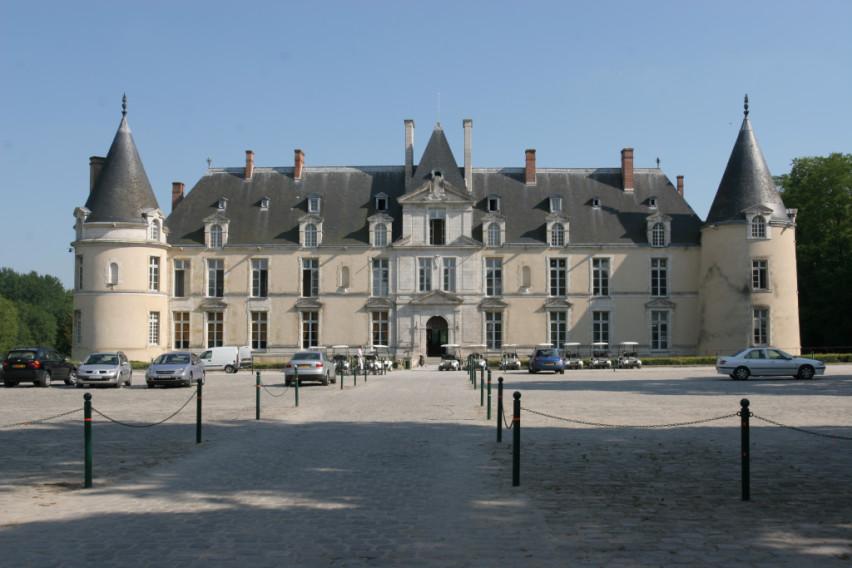 Golf hotel chateau d 39 augerville paris book a golf for Chateau hotel paris