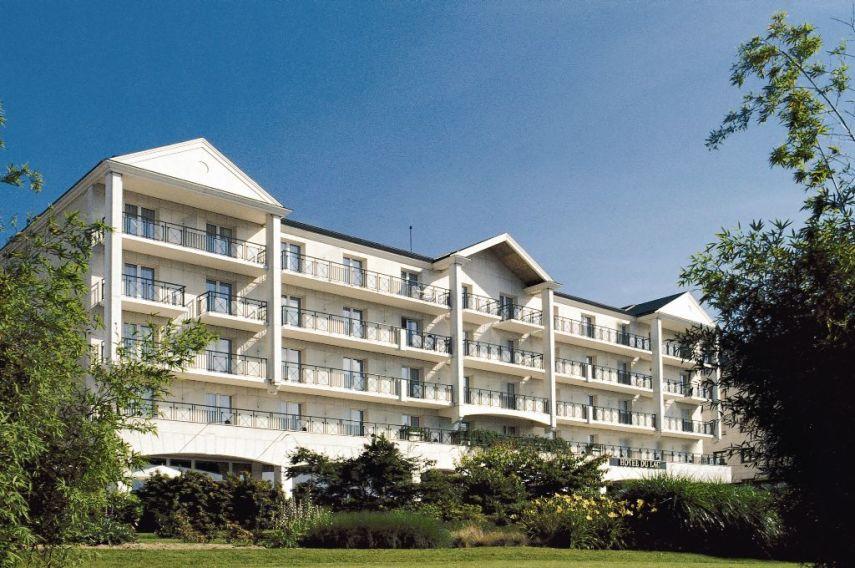 Hotel du lac ile de france book a golf holiday or golf for Hotel des bains paris france