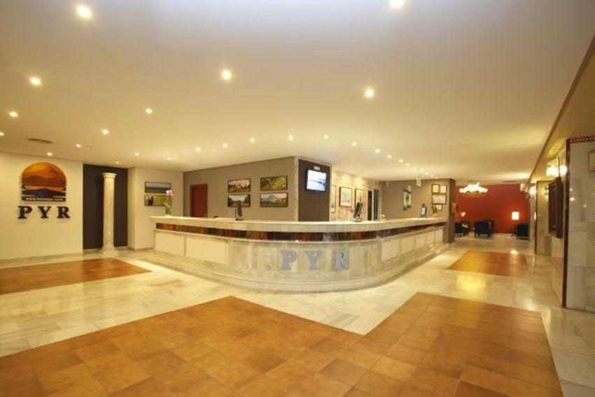 Hotel pyr marbella malaga book a golf holiday or golf break - Hotel pyr puerto banus ...