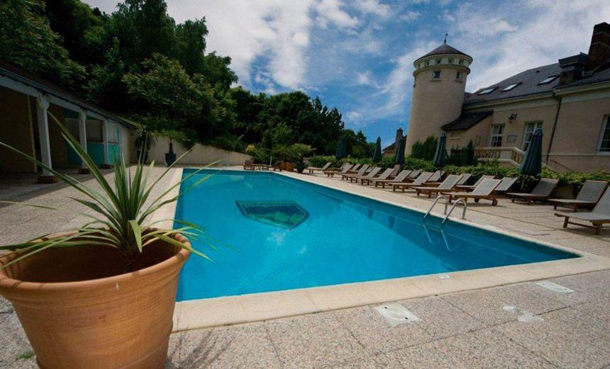 Domaine et golf de vaugouard paris book a golf holiday for Outdoor swimming pool paris