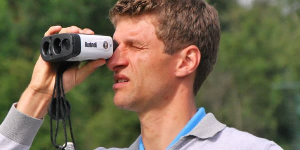 Thomas Müller ist Fußball-Weltmeister, spielt aber auch leidenschaftlich gerne Golf.