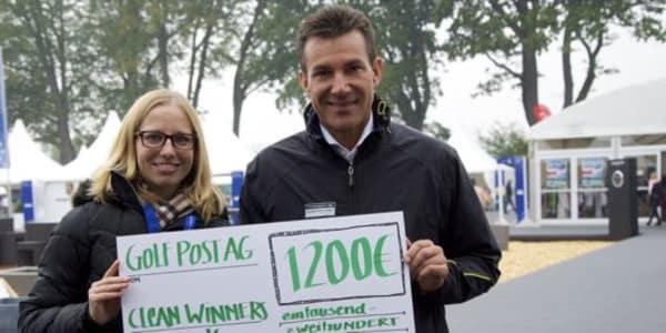 Bei der Scheckübergabe mit Charly Steeb in Bad Griesbach wärhend der PORSCHE European Open (Foto: Golf Post)