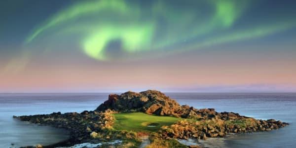 Polarlichter (Aurora Borealis) über dem Lofoten Golf Links in Norwegen. (Foto: Jacob Sjöman)